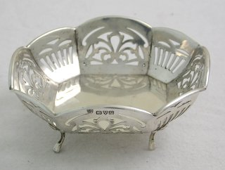 K.G V Sterling Silver Hexagonal Bon Bon / Trinket Dish with Pierced Decoration on Cabriole Legs by Haseler & Bill. Hallmarked Chester 1921. 3 3/4 x 3 3/4 inches.